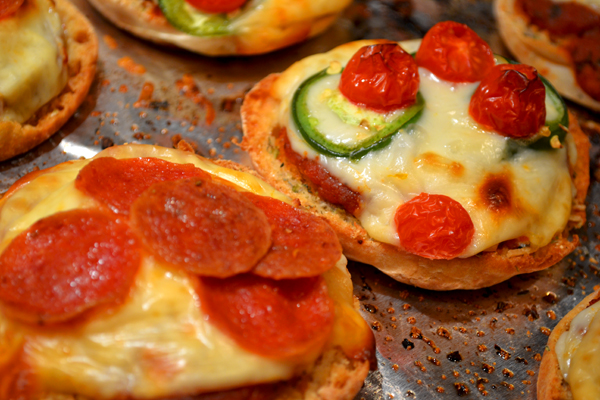 English Muffin Pizza - 600.jpg