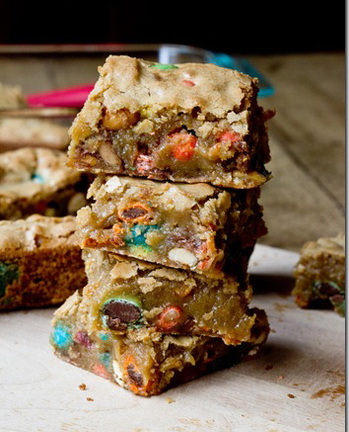 Sweet-Salty-Candy-Bar-Blondies-17_thumb 354.jpg