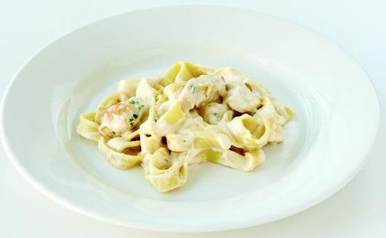 Traditional Fettuccine Alfredo w Chicken 555.jpg